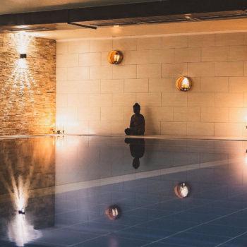 aqualux Pool mit Statue