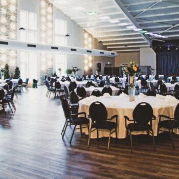 aqualux Wellness und Tagungshotel Bad Salzschlirf Eventhalle eingedeckte Tische