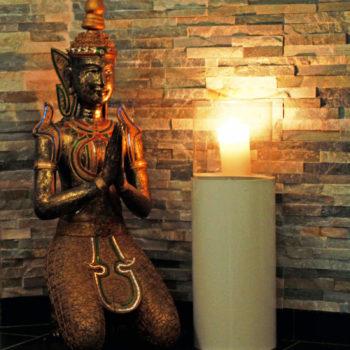 aqualux Wellness und Tagungshotel Bad Salzschlirf Wellness Statue Kerze