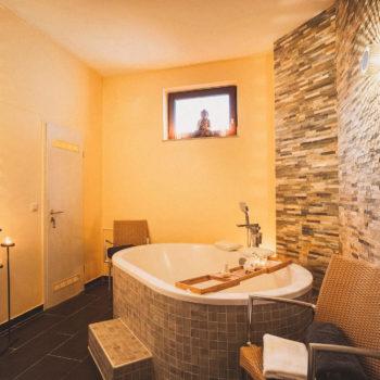 aqualux Wellness und Tagungshotel Bad Salzschlirf Wellness Verwöhnbad 2