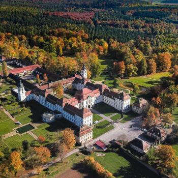 Schloss_Fasanerie_Luftbild_Herbst